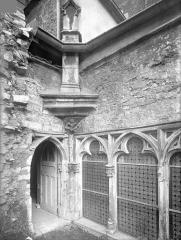 Cloître capitulaire de Saint-Vincent - Cour intérieure : Angle nord-est