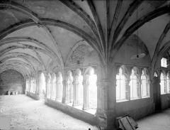 Cloître capitulaire de Saint-Vincent - Vue intérieure des galeries sud et ouest