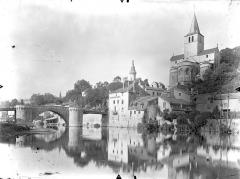 Eglise Notre-Dame - Vue générale : Le Vieux pont sur la Gartempe et l'église Notre-Dame