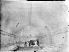 Eglise Notre-Dame - Crypte Saint-Catherine : Vue intérieure vers l'ouest