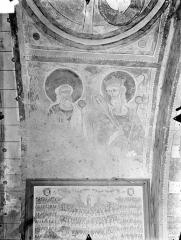 Eglise Notre-Dame - Crypte Saint-Catherine - Peintures murales du choeur (voûte en berceau) : Deux Vieillards de l'Apocalypse