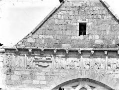 Ancien Hôtel-Dieu - Chapelle Saint-Laurent - Frise sculptée de la façade ouest (partie gauche) : Scènes de l'enfance du Christ