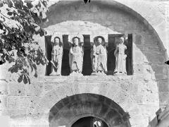 Ancien Hôtel-Dieu - Chapelle octogonale - Statues de la façade symbolisant les Vices et les Vertus