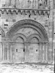 Eglise Saint-Nicolas - Façade ouest : Arcature sud du rez-de-chaussée