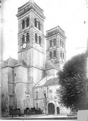 Cathédrale Notre-Dame - Angle nord-ouest : Tours clochers vues en contre-plongée