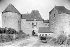 Château de la Motte-Josserand - Façade est