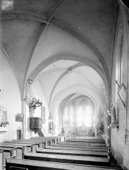 Eglise Saint-Martin - Vue intérieure de la nef vers le sud-est