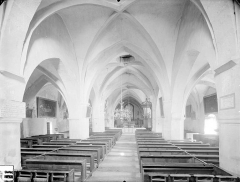 Eglise de Touches - Vue intérieure de la nef vers le choeur