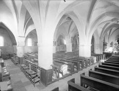 Eglise de Touches - Vue intérieure du bas-côté sud et de la nef, vers le nord-est