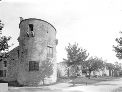 Fortifications (restes) - Tour d'angle, au nord-ouest