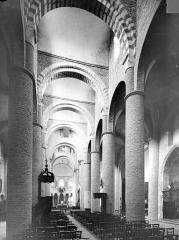 Ancienne abbaye Saint-Philibert - Eglise - Vue intérieure de la nef, vers le sud-est