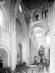 Ancienne abbaye Saint-Philibert - Eglise - Vue intérieure de la nef, vers le nord-ouest