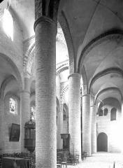 Ancienne abbaye Saint-Philibert - Eglise - Vue intérieure du bas-côté nord et de la nef, vers le sud-ouest