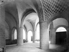 Ancienne abbaye Saint-Philibert - Eglise - Vue intérieure du narthex, au rez-de-chaussée, vers le nord-est