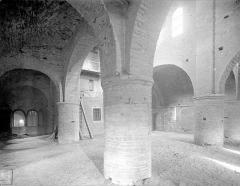 Ancienne abbaye Saint-Philibert - Eglise - Vue intérieure de la chapelle Saint-Michel (étage du narthex), vers le sud-est  : Travée nord et travée centrale