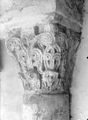Ancienne abbaye Saint-Philibert - Cloître Saint-Ardain : Chapiteau