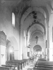 Eglise Saint-Pierre - Vue intérieure de la nef vers le nord-est