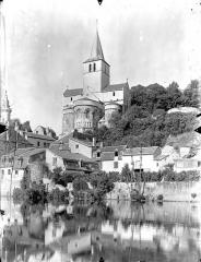 Eglise Notre-Dame - Vue générale prise de l'est, depuis la Gartempe