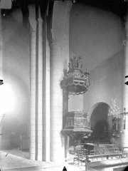 Eglise Notre-Dame - Vue intérieure du bas-côté nord et de la nef, vers le sud-est : Chaire à prêcher