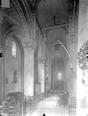 Eglise Saint-Gervais Saint-Protais - Vue intérieure de la nef et du bas-côté nord, vers le choeur