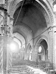 Eglise Saint-Nicolas - Vue intérieure de la nef vers le nord-ouest