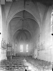 Ancienne abbaye Saint-Martin - Eglise - Vue intérieure de la nef vers le choeur