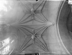 Ancienne abbaye Saint-Martin - Eglise - Voûte du transept sud (vue verticale)