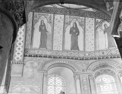 Eglise Sainte-Radegonde - Peintures murales du choeur, dans le cul-de-four, côté nord : Religieuses