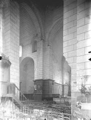 Ancienne abbaye - Eglise - Vue intérieure du transept et du choeur, vers le nord-est