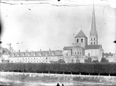 Ancienne église abbatiale - Ensemble est : Eglise et ancien monastère