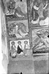 Ancienne église abbatiale - Peinture murale du porche (scènes de l'Apocalypse) - Voûte est, côté droit : Anges adorateurs. Apôtres du Jugement dernier