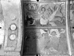 Ancienne église abbatiale - Peinture murale du porche (scènes de l'Apocalypse) - Voûte ouest, côté gauche : La femme attaquée par le dragon. Les élus entourant la Vierge