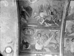 Ancienne église abbatiale - Peinture murale du porche (scènes de l'Apocalypse) - Voûte ouest, côté gauche : Le fléau des sauterelles. La femme attaquée par le dragon
