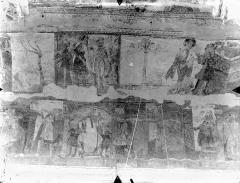 Ancienne église abbatiale - Peinture murale de la nef - Voûte, côté sud : Malédiction de Chanaan. La Tour de Babel (registre supérieur). Joseph explique le songe de Pharaon. Joseph en prison (registre inférieur)