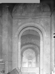 Ancienne église abbatiale - Peinture murale de la tribune surmontant le porche - Mur est : Le Christ entre la Vierge et saint Jean ou entre saint Savin et saint Cyprien