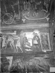 Ancienne église abbatiale - Peinture murale de la crypte (vie des saints Savin et Cyprien) - Versant nord : Les deux saints sont déchirés avec des grilles de fer, Ladicius veut les obliger à sacrifier aux idoles (registre supérieur).