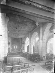 Eglise Saint-Pierre-et-Saint-Paul - Vue intérieure de la nef vers le sud-est