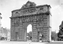 Porte Desilles - Vue d'ensemble, du côté du faubourg