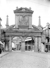 Porte Saint-Nicolas - Avant-porte : Vue d'ensemble, du côté du faubourg