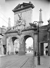 Porte Saint-Nicolas - Avant-porte : Vue d'ensemble, du côté de la ville