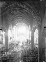 Eglise Saint-Laurent - Vue intérieure de la nef vers le choeur, prise depuis la tribune