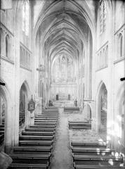 Eglise Saint-Martin - Vue intérieure de la nef vers le choeur, prise depuis la tribune