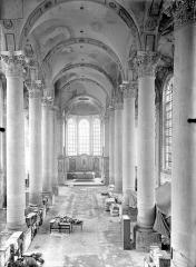 Ancienne abbaye Sainte-Marie-Majeure ou des Prémontrés ou ancien petit séminaire - Eglise - Vue intérieure de la nef vers le choeur, prise depuis la tribune