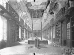 Ancienne abbaye Sainte-Marie-Majeure ou des Prémontrés ou ancien petit séminaire - Bibliothèque (au 1er étage de l'aile est du cloître) : Vue intérieure