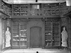 Ancienne abbaye Sainte-Marie-Majeure ou des Prémontrés ou ancien petit séminaire - Bibliothèque (au 1er étage de l'aile est du cloître) : Boisieries et balcon