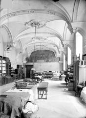 Ancienne abbaye Sainte-Marie-Majeure ou des Prémontrés ou ancien petit séminaire - Réfectoire (aile nord) : Vue intérieure