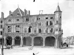 Maison des Sept Péchés Capitaux - Façade sur la place Duroc