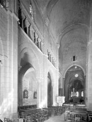 Eglise Saint-Hilaire - Vue intérieure de la nef vers le nord-est
