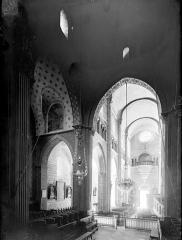Eglise Saint-Hilaire - Vue intérieure de la nef vers le sud-ouest