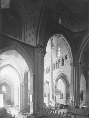 Eglise Saint-Hilaire - Vue intérieure du bas-côté sud et du transept, vers le nord-ouest